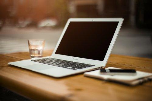 Ota Redin Olohuone Haltuun Macbook 16 -koneella